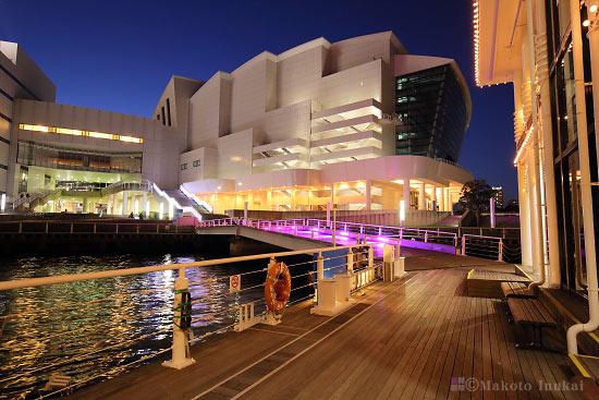 パシフィコ横浜 国立大ホール(北西)方向の夜景を望む