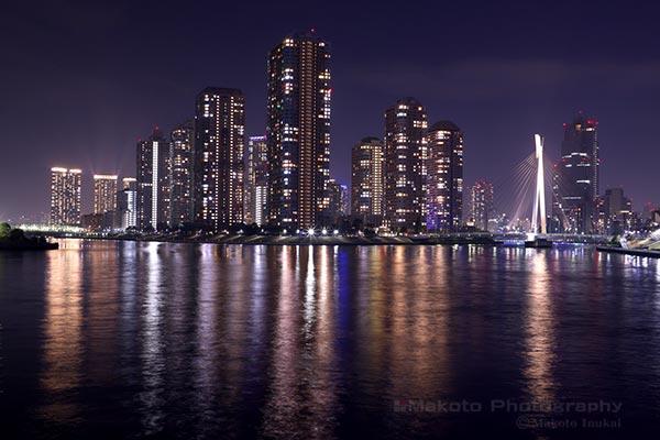 永代橋よりリバーシティ21(南)方向の夜景を望む