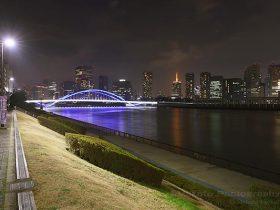 隅田川テラス 勝鬨橋下の雰囲気