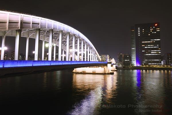 ライトアップされた勝鬨橋の雰囲気