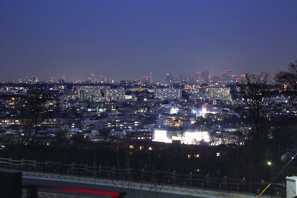 東京都心(北東)方向の夜景を望遠で捉える