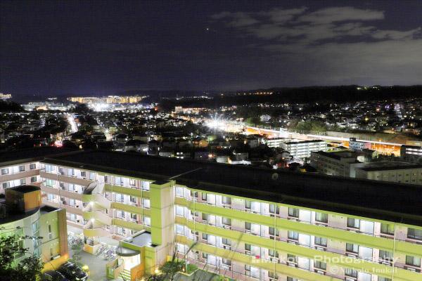 金沢町・金沢文庫(南南西)方向の夜景を望む