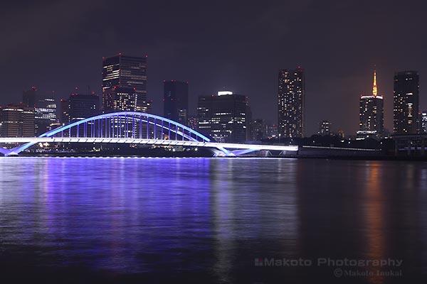 築地大橋(南西)方向の夜景を望遠で捉える