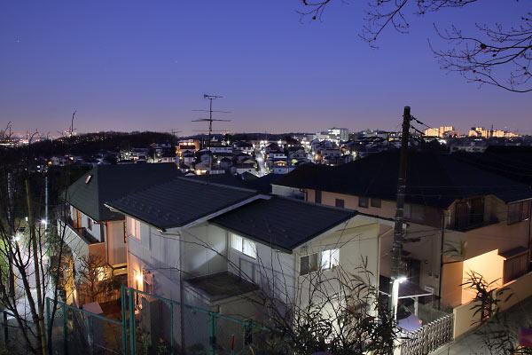 生田の住宅街(南東)方向の夜景を望む