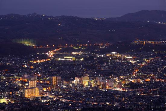 秦野市中心街(南)方向の夜景を望遠で捉える