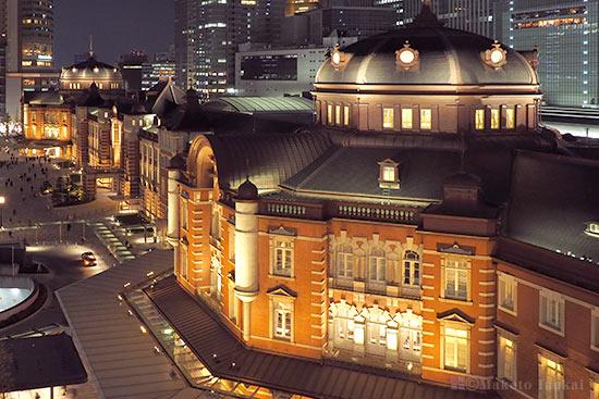 東京駅舎を望む