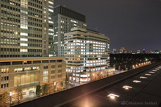 丸ノ内のオフィルビル街(南西)方向の夜景を望む