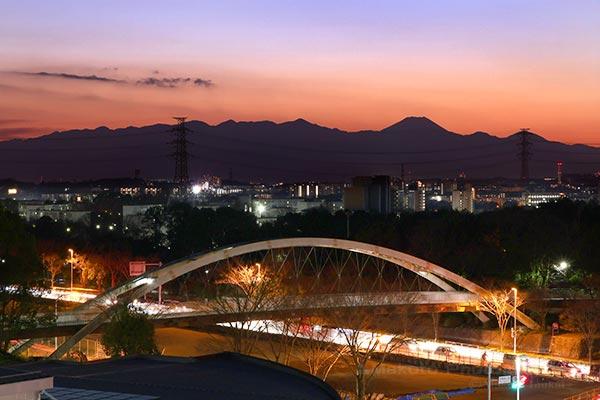 弓の橋・富士山西)方向の夜景を望遠で捉える