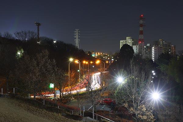 尾根幹線道路(北東)方向の夜景を望む