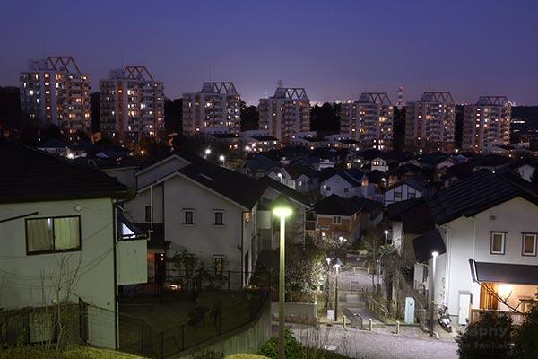 ビューコート若葉台(東)方向の夜景を望む