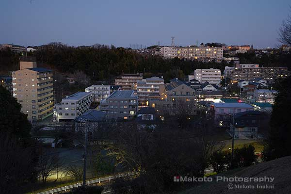 聖ヶ丘の住宅街(北東)方向の夜景を望む