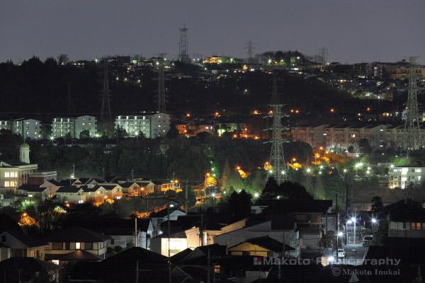 連光寺(東)方向の夜景を望遠で捉える