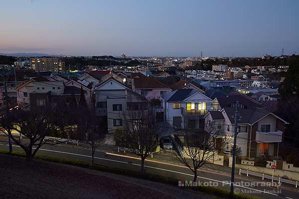 諏訪の住宅街(北)方向の夜景を望む