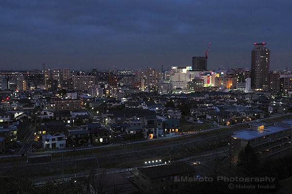 関戸・府中(北)方向の夜景を望む
