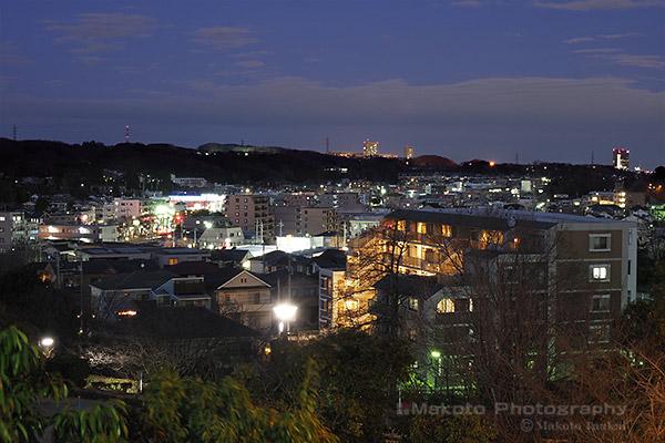 下柚木・野猿街道(北東)方向の夜景を望遠で捉える