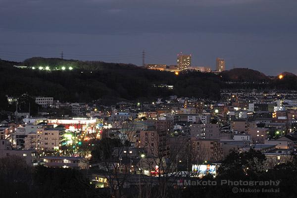 松木(東北東)方向の夜景を望遠で捉える