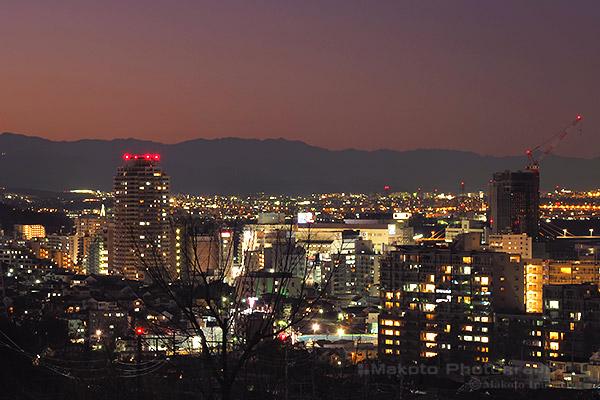 聖蹟桜ヶ丘駅周辺(西北西)方向の夜景を望遠で捉える