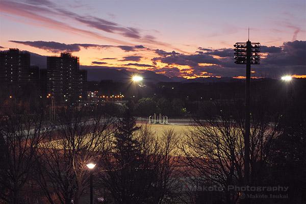 上柚木公園野球場(西)方向の夜景を望む