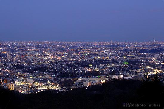 八王子中心街(東)方向の夜景を望む