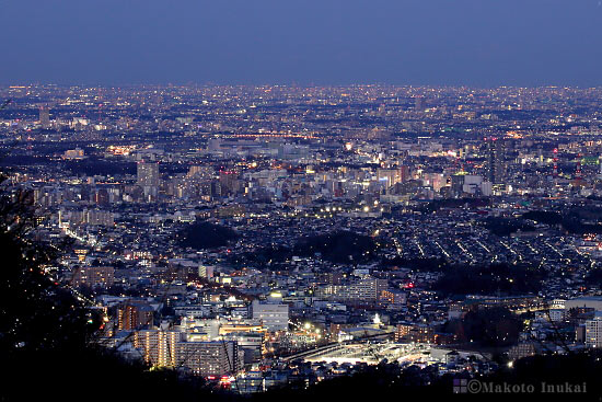 高尾・めじろ台(東)方向の夜景を望む