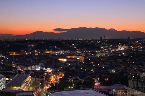金程・平尾(南西)方向の住宅街夜景を望む