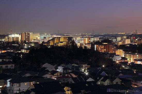 新百合ヶ丘(東)方向の夜景を望遠で捉える