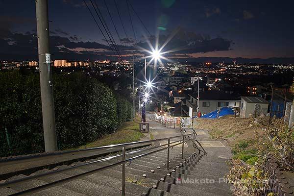 てっぺん丘へと続く階段の雰囲気