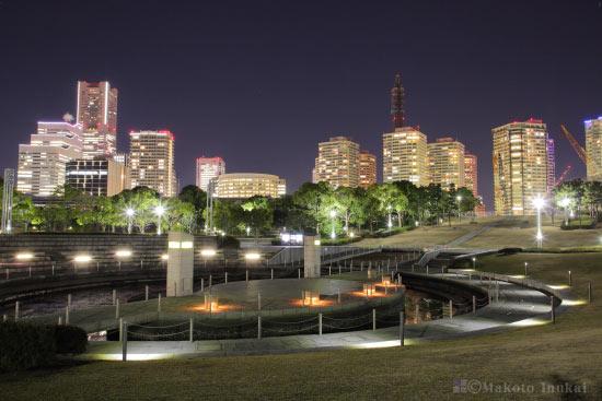 横浜ランドマークタワー・周辺マンション群(南西)方向の夜景を望む