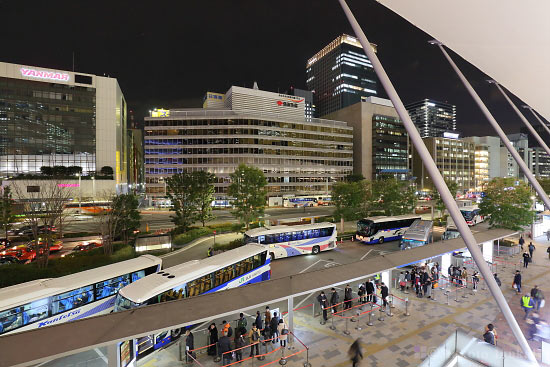 バスターミナル(南東)方向の夜景を望む