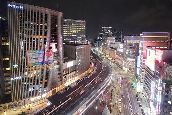 東京高速道路・マロニエゲート銀座(北東)方向の夜景を望む