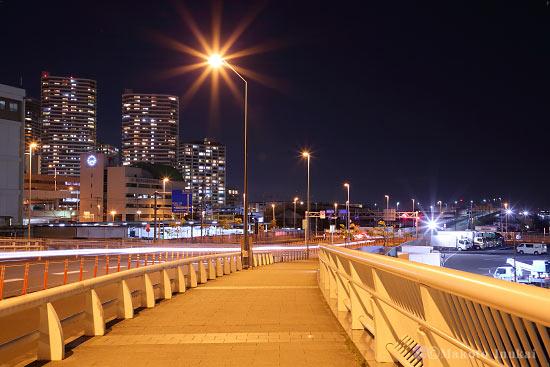 山内埠頭(北東)方向の夜景を望む