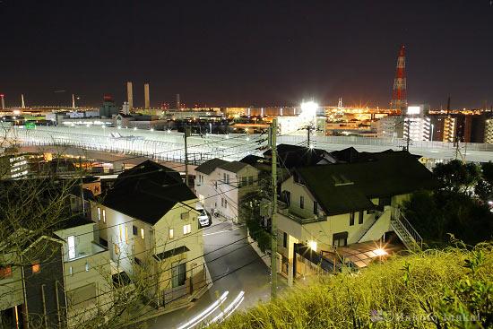 首都高速岸谷生麦インター(南東)方向の夜景を望む