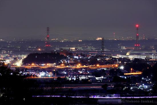 船子(東)方向の夜景を望遠で捉える