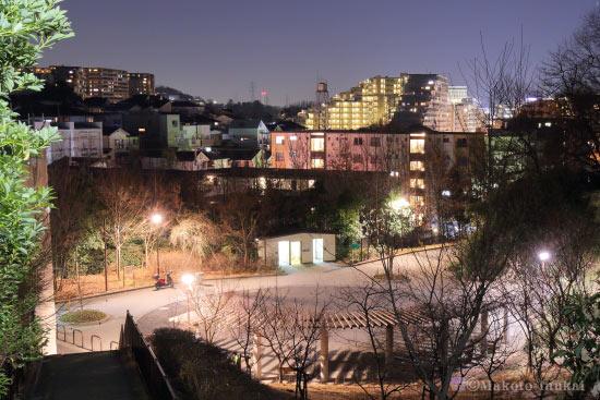 階段付近から千代ヶ丘(東)方向の夜景を望む