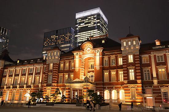 東京駅中央玄関(東)方向の夜景を望む