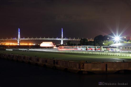 横浜ベイブリッジ(東)方向の夜景を望む