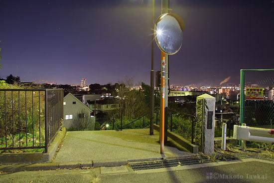 夜景スポット 岸谷二丁目公園 入口付近の雰囲気