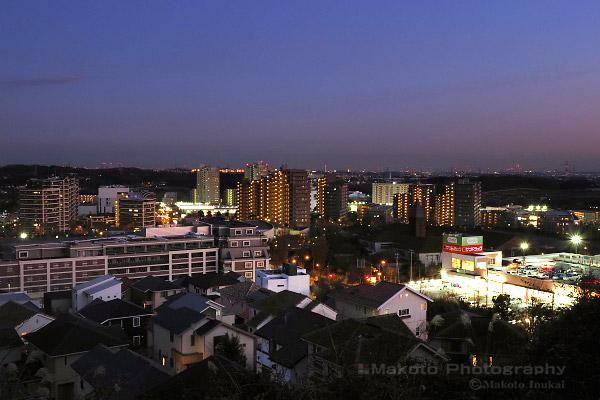 若葉台ニュータウン中心部(南東)方向の夜景を望む