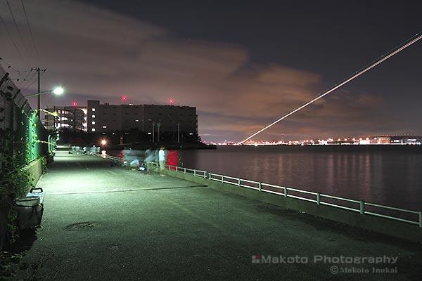 防波堤より羽田国際空港(北西)方向の夜景を望む
