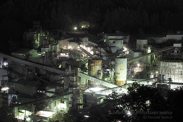 奥多摩工業の工場全体を望遠で捉える