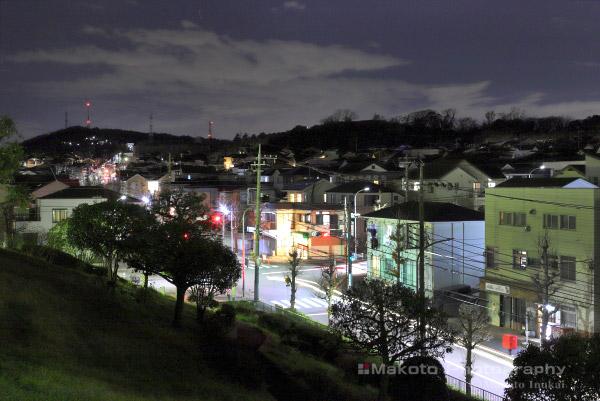 冨岡西四丁目交差点(北西)方向の夜景を望む