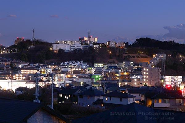 東中野(南東)方向の夜景を望遠で捉える