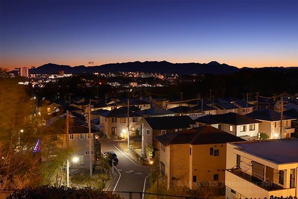 堀之内の住宅街(南西)方向の夜景を望む