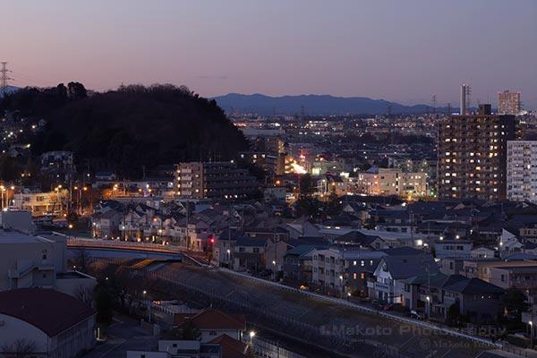 百草(北西)方向の夜景を望遠で捉える