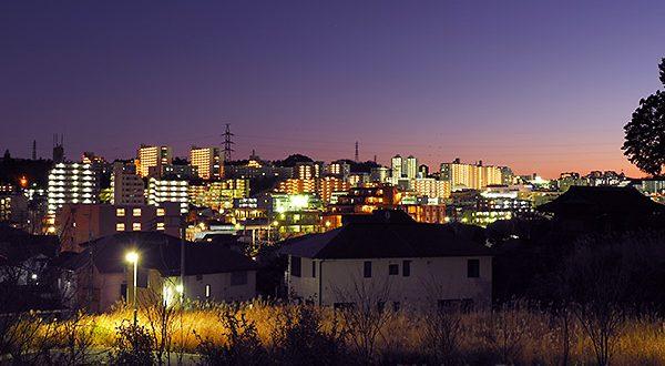京王堀之内駅周辺(南)方向の夜景を望む