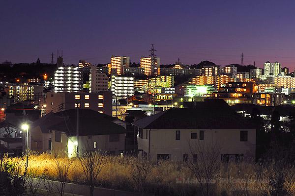 京王堀之内駅周辺(南)方向の夜景を望遠で捉える