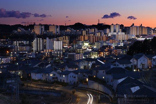 京王堀之内駅・多摩ニュータウン東山(南)方向の夜景を望遠で捉える