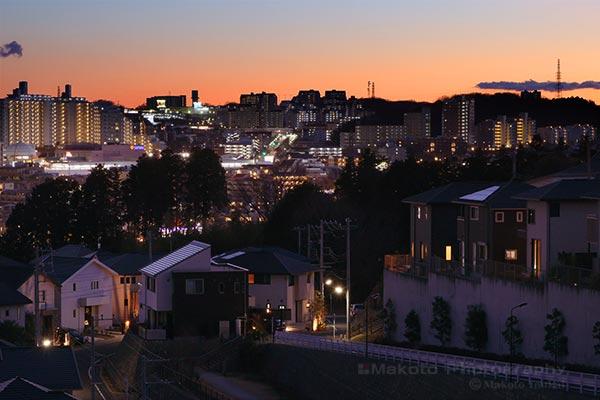 京王堀之内駅・多摩ニュータウン東山(南西)方向の夜景を望遠で捉える