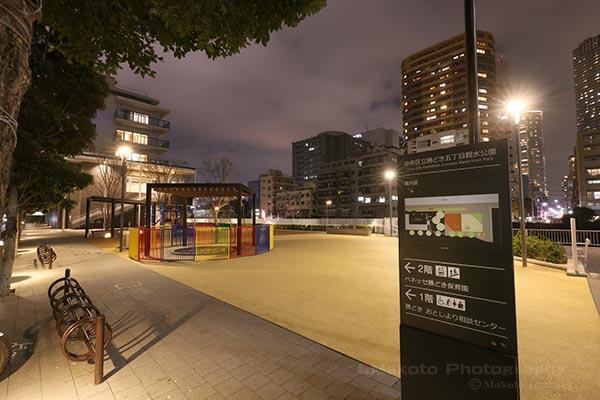 勝どき五丁目親水公園 入口付近の雰囲気